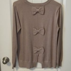 Sweater with bows on the back